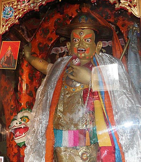 พระดอร์เจ ชุกเด็น ที่วัดทาชิลันโป (พระพันเชน ลามะ)