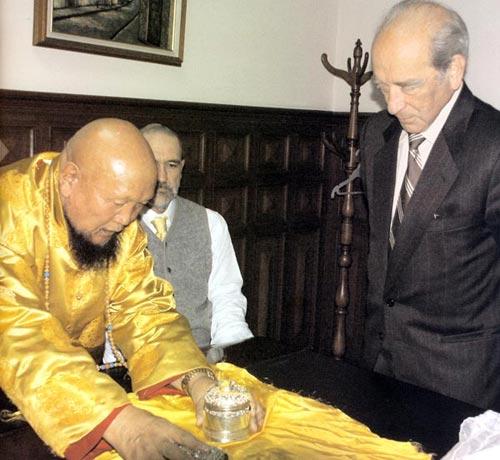 พระกังเชน รินโปเช กับนายกรัฐมนตรีประเทศเอกาว์ดอร์
